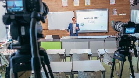 Директор львівської школи заборонив телеуроки на каналах Медведчука