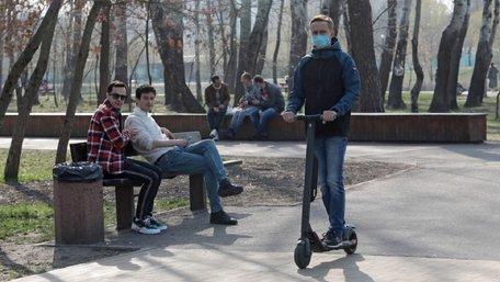 Уряд заборонив відвідувати парки та ходити вулицею більше, ніж по двоє