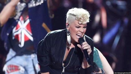 Американська співачка Pink та її син перехворіли на Covid-19