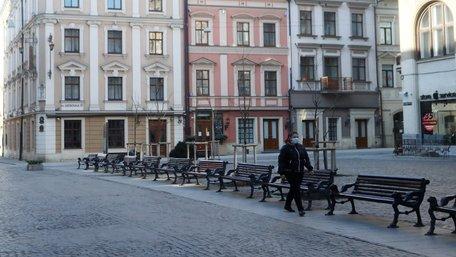 Львів'янам заборонили перебувати поза домом без захисних масок
