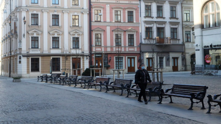 Львів'янам заборонили перебувати у громадських місцях без захисних масок