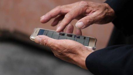 Українців на самоізоляції зобов'язали встановити мобільний додаток для стеження за ними