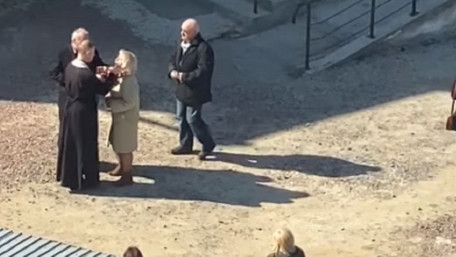 Речник УГКЦ пояснив причастя з однієї ложечки на подвір'ї львівської церкви
