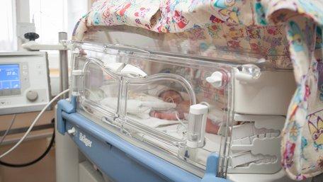 Львівські дитячі хірурги успішно прооперували немовля вагою один кілограм