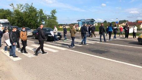 Прихильники від'єднання Брюховичів перекрили трасу біля Львова