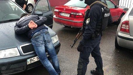 Затримали групу рекетирів, що збирали «данину» з перевізників у Шегинях і Краковці