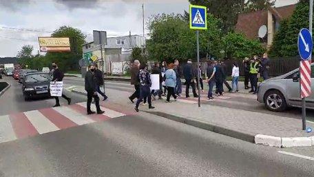 Мешканці сусідніх сіл заблокували більшість трас біля Львова