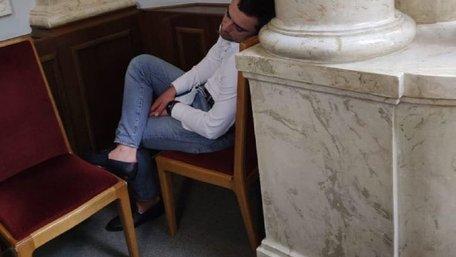 Дрогобицький нардеп Орест Саламаха заснув на засіданні Верховної Ради