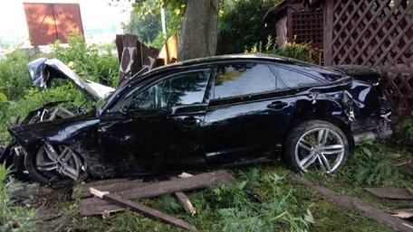 26-річний львів'янин на Audi зніс ліхтар і огорожу ресторану на в'їзді до Львова, є жертви