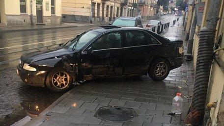 Єгиптяни на Audi врізались у будинок в центрі Львова