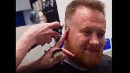 Народний депутат знявся у рекламному ролику львівського барбершопу