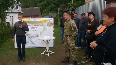 На Львівщині священик оголосив голодування, вимагаючи ремонту дороги