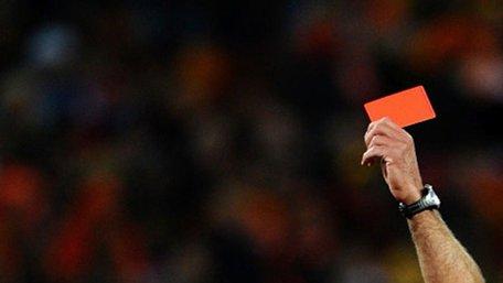 У Великій Британії вилучатимуть футболістів з поля за навмисний кашель