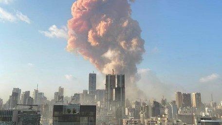 У порту Бейрута стався потужний вибух