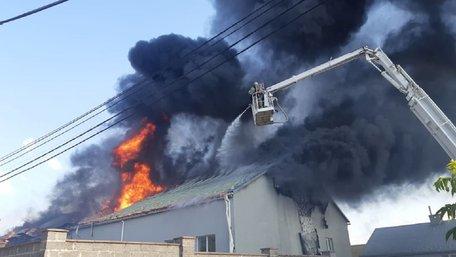 У Рясному виникла пожежа на складських приміщеннях