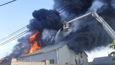 У Рясному сталася велика пожежа у складських приміщеннях