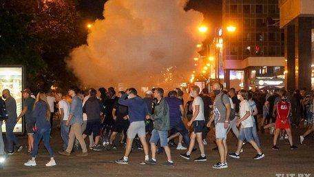 В Білорусі почались масові сутички протестувальників з поліцією