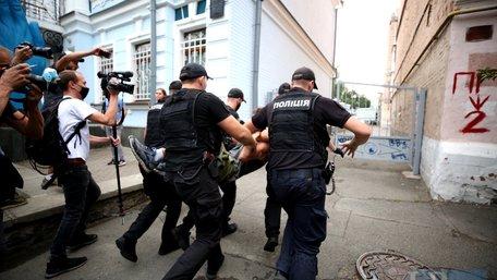 На акції під посольством Білорусі у Києві затримали кількох протестувальників
