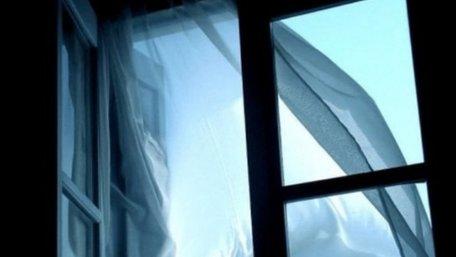 На Сихові 9-річна дитина випала з вікна квартири на дев'ятому поверсі