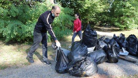 У Всесвітній день прибирання львів'яни масово прибирали парки