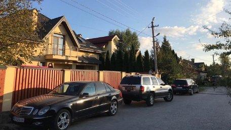 СБУ та військова прокуратура провели обшук у селищного голови Брюховичів