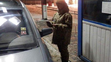 Двох українських дипломатів у Польщі викрили на контрабанді