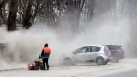 Львівські комунальники знову влаштували пилову бурю біля парку
