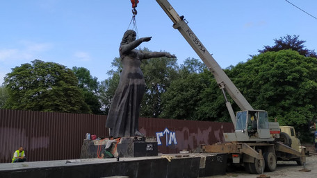 У Львові остаточно демонтували радянський Монумент слави