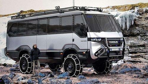 Компанія з українськими власниками створила перший у світі автобус-позашляховик. Медичну версію автобуса презентували для Нацгвардії України