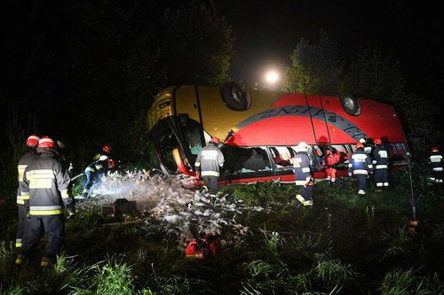 Водій львівського туристичного автобуса, що розбився в Польщі, не визнав своєї провини. Водій пояснив, що не був ознайомлений з маршрутом, а знаку про обмеження швидкості не помітив