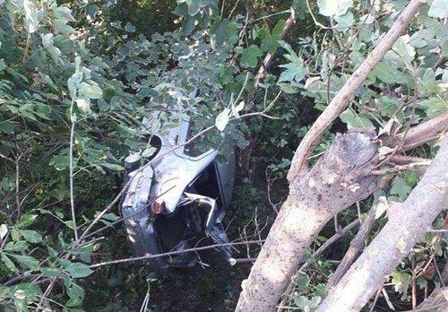 Автівка впала з 10-метрової висоти