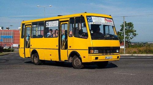 Львівські приватні перевізники вимагають підвищити вартість проїзду в автобусах до 6,5 грн. Якщо мерія не погодиться на підвищення тарифу, перевізники погрожують скорочувати графіки руху автобусі