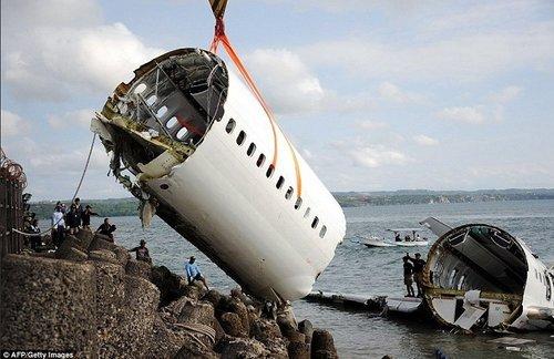 Boeing 737 розбився біля берегів острова Ява