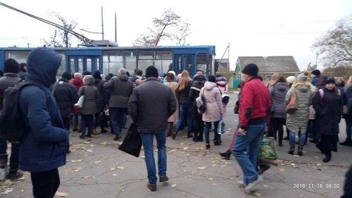 Черга на тролейбус в Херсоні
