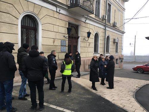 Вхід до ректорату університету заблокували невідомі