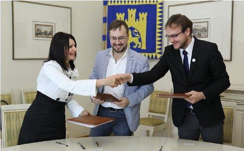 Львівська мерія підписала меморандум про співпрацю з групою канадських інноваційних компаній. Першим реалізованим проектом може стати поява у Львові інноваційного маркету