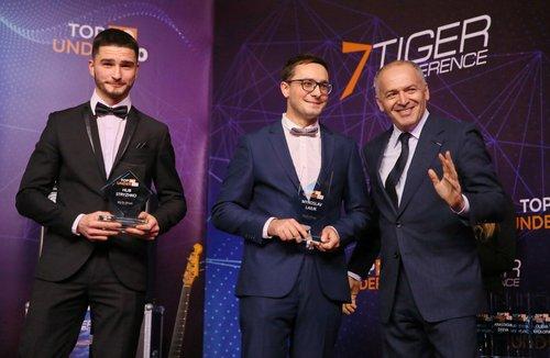 Віктор Пінчук (праворуч) під час церемонії нагородження