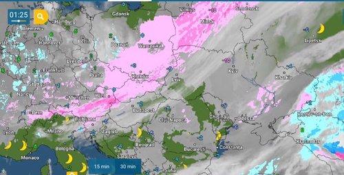 Атмосферний фронт (рожевий колір) наблизився до України в ніч проти 12 січня