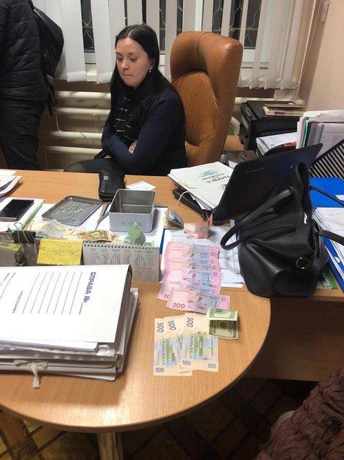 Прокурорка під час проведення слідчих дій у Фастівській прокуратурі