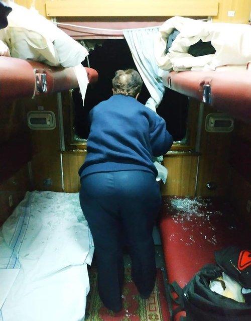 Хуліган вибив шибку у вагоні