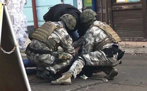 Чоловіка затримали в центрі Тернополя