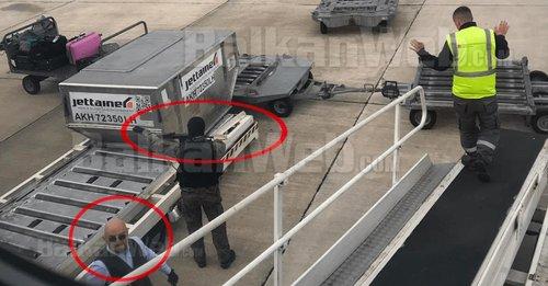 Скріншот відео з камер в аеропорту