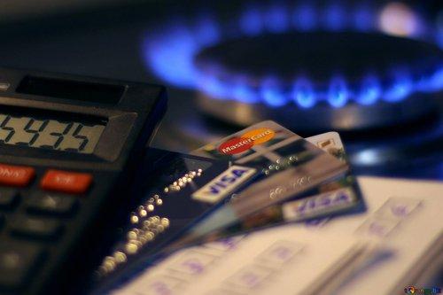 «Нафтогаз» заявив про заплановане збільшення ціни на газ для населення з 1 травня. Компанія, аби уникнути подорожчання, попросила уряд скасувати норму про покладення спеціальних обов'язків. Водночас в уряді стверджують, що збільшення ціни на газ не буде