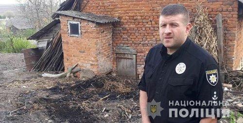На Львівщині правоохоронець врятував літню жінку, на якій спалахнув одяг. Пожежа виникла через спалювання сухої трави