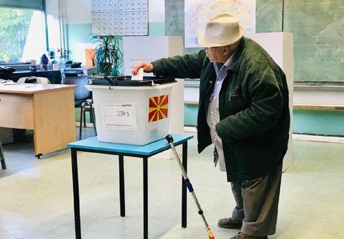У Північній Македонії розпочалися вибори президента, обирають з трьох професорів. У перегонах взяли участь лише три учасники – по одному від влади,  македонської та албанської опозиції