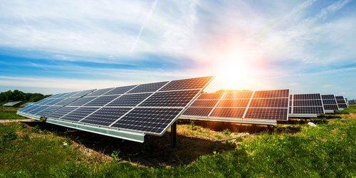 «Зелений» тариф для своїх. Чому встановлення сонячних панелей стало невигідним для звичайних українців