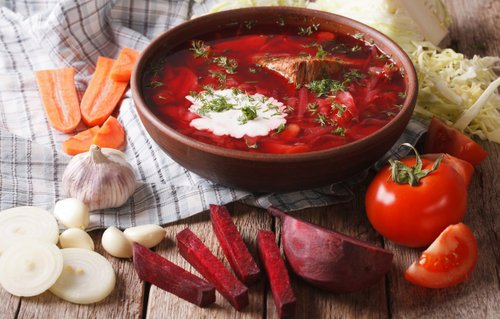 В Україні вперше за чотири роки впали ціни на овочі борщового набору. П'ятилітрова каструля борщу нині коштує 138 грн