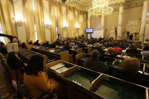 Львівська облрада звинуватила прем'єр-міністра у державній зраді. Депутати вважають, що запровадження ринку землі загрожує нацбезпеці