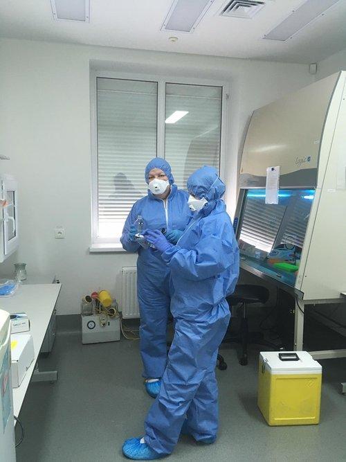 """""""Все розписано по секундах"""". Як працюють лабораторії з виявлення коронавірусу. Як працюють лабораторії з виявлення коронавірусу у Львові"""