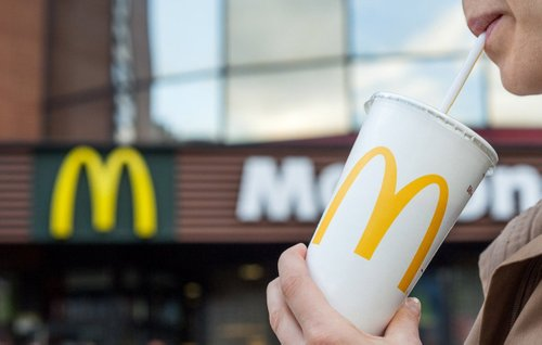 McDonald's в Україні повністю відмовиться від пластикових стаканчиків. Такий крок дозволить зменшити споживання пластику на 10 тонн щомісяця